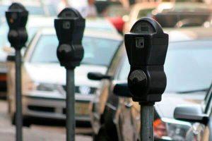 parquímetro y el estacionamiento