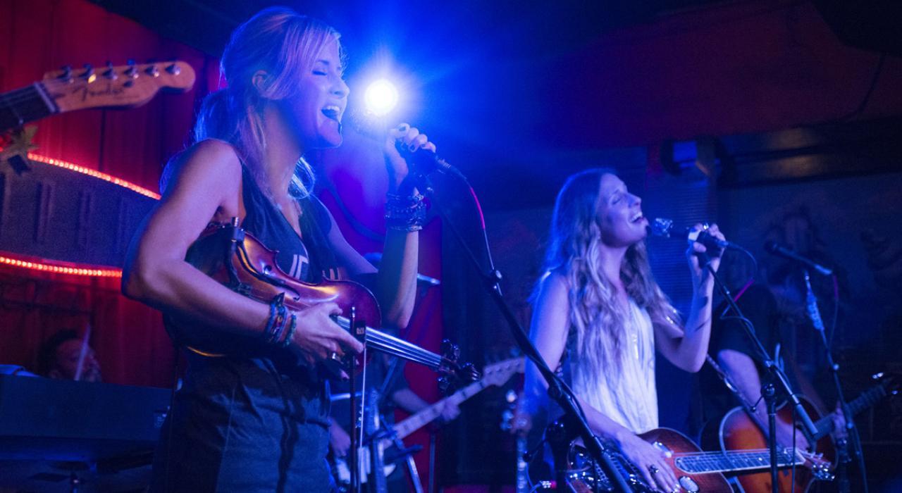 locales con música en vivo Texas